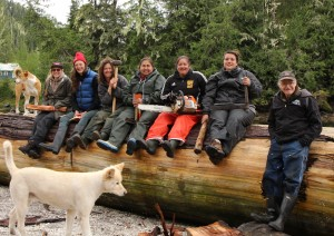 Trapper's Cabin Crew on the log 2016_JS_cropped